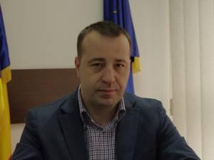 Viceprimarul Lucian Harşovschi, care gestionează activitatea de salubrizare a municipiului reşedinţă de judeţ
