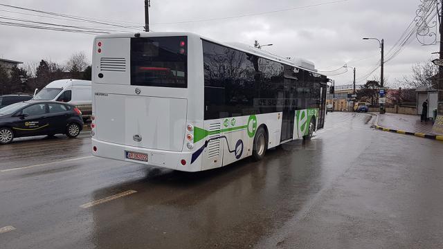 Autobuzul electric Pivot pe străzile Sucevei