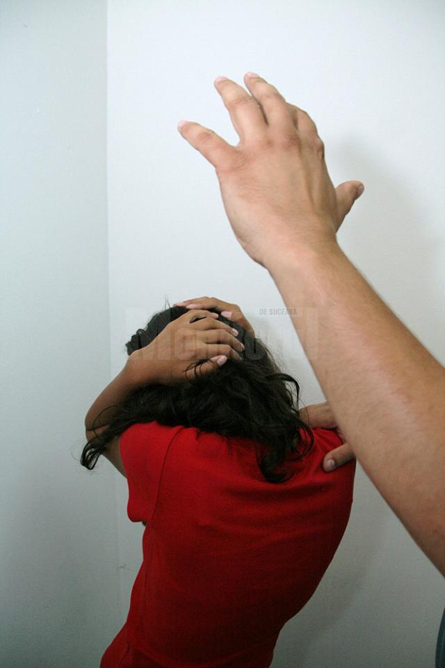 Zeci de femei bătute de soţi sau concubini ajung în fiecare an la centrul de la Humor