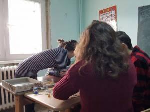 Se caută voluntari pentru pregătirea şcolară a copiilor din centrele de plasament din Suceava
