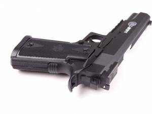 Dosar penal şi arme confiscate, în urma controalelor efectuate de poliţişti