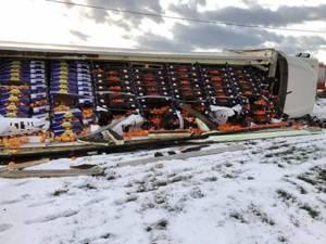 Întreaga încărcătură de citrice a trebuit transbordată într-un alt autotren