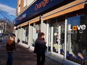 Cel mai solicitat Orange shop din Suceava, închis o lună și jumătate, fără a fi anunțat ceva