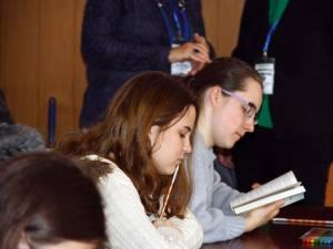 Ministerul Educaţiei pune în discuţie trei variante de planuri-cadru