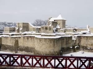 Lecţii de istorie pentru elevi, vineri, la Cetatea de Scaun a Sucevei