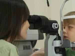 La elevii din orașe pe primul loc se află afecțiunile ochilor. Foto: provisual