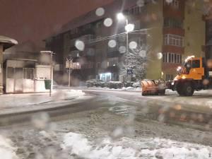 Toate cele 26 de utilaje de deszăpezire ale Diasil au acționat încă din timpul nopții Un exemplu demn de urmat - trotuarele au fost curăţate de suceveni