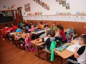 În clasa pregătitoare pot fi înscrişi copiii care împlinesc 6 ani până la 31 august 2018, inclusiv