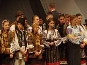 """Daruri muzicale, pline de sensibilitate, dar şi multă voie bună, oferite de elevii Şcolii de Arte """"Ion Irimescu"""" Suceava"""