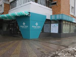 Noua clinică funcţionează într-un spaţiu modern, peste drum de Autogara Suceava