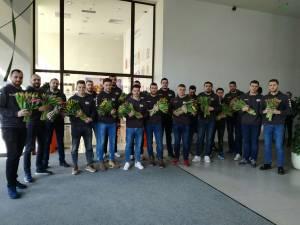 Universitarii au oferit flori de ziua femeii