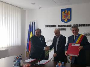 """Mihăiță Negură a semnat contractul pentru modernizarea și reabilitarea Muzeului """"Arta Lemnului"""" din Campulung Moldovenesc"""