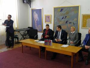 """Volumul """"Blocaţi în labirint"""", o radiografie a societăţii din Republica Moldova, lansat la Biblioteca """"I.G. Sbiera"""""""