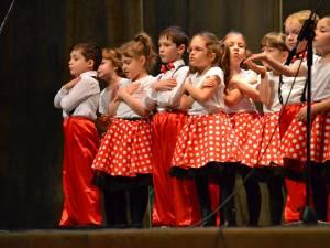 """Cei mai mici elevi ai Școlii Gimnaziale Nr. 1 Suceava au împărțit """"Mărțișoare, Mărțișoare"""""""