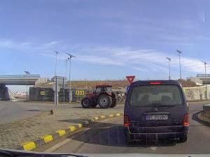 Tractorul în timp ce se afla pe contrasens