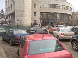Coloane de maşini formate pe străzile adiacente, după închiderea străzii Vasile Bumbac