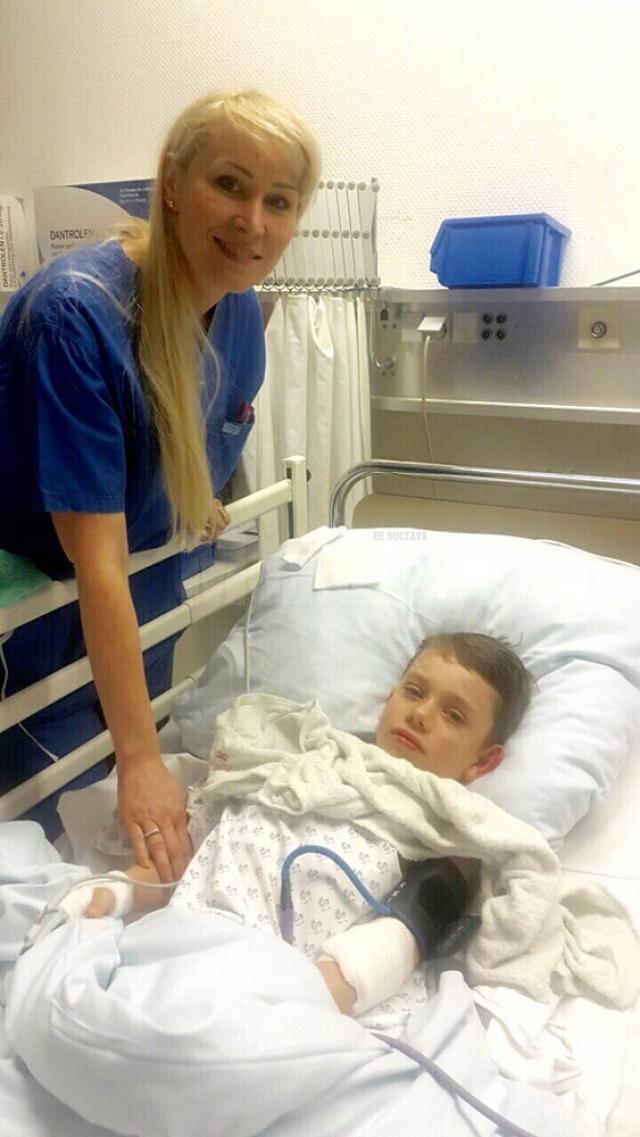 Dr. Miron lângă Eduard, imediat după intervenţia chirurgicală