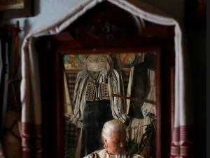"""Fotograful Răzvan Voiculescu lansează albumul """"ROST. 12 Hotare"""" la USV"""