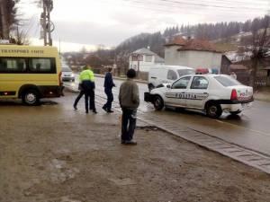 Poliţistul a fost amendat de colegii de la Rutieră pentru nepăstrarea distanței regulamentare în mers