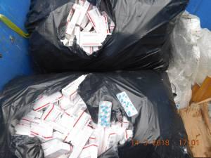 Peste 1.300 de cutii cu medicamente, inclusiv halucinogene, găsite la buncărul de gunoi de Poliţia Locală Suceava