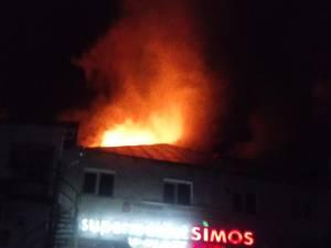 Focul s-a manifestat la acoperiș