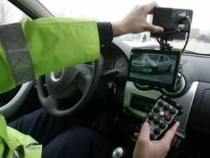 Bărbatul din Republica Moldova a fost detectat cu aparatul radar pe DN 17, în localitatea Molid, conducând autovehiculul cu viteza de 126 km/h
