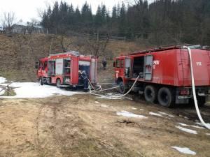Intervenţie dificilă, cu acces limitat, la locul incendiului