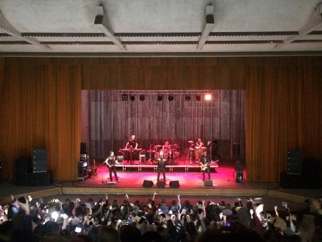 Sute de suceveni au cântat împreună cu Dan Bittman, la concertul susținut de Holograf la Suceava