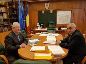 Construirea a două noi grădinițe și finalizarea altor investiții, discutate de primarul Sucevei cu ministrul Valentin Popa