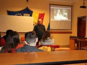 """Proiectul este implementat prin intermediul Clubului """"Video Art"""", coordonat de prof. Viorel Ieremie"""