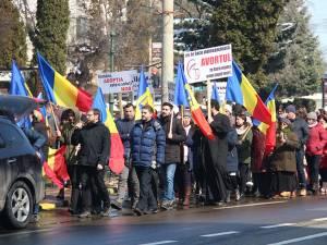 Doctorii Valeriu Gavrilovici şi Mircea Puşcaşu, în fruntea coloanei de manifestanţi