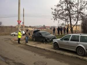 După impactul din timpul depăşirii, BMW-ul a ajuns într-un VW care venea regulamentar de sub pasarelă