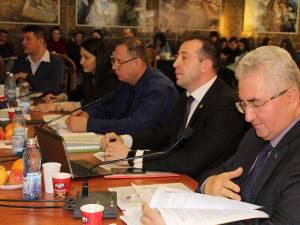 Primarul Sucevei a explicat că reluarea facilităţilor la transport pentru pensionari este posibilă datorită încasărilor bune la taxe-impozite