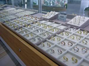 Brandul Stil Biju vine în întâmpinarea clienților cu o colecție generoasă de bijuterii