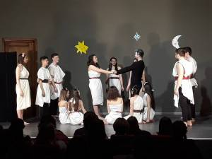 """Trupa """"Birlic"""" din Fălticeni a câştigat Trofeul Festivalului de Teatru """"Gong"""" de la Roman"""