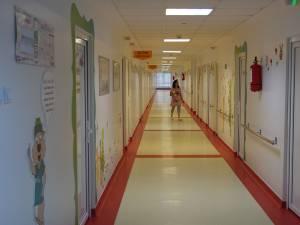 """Secţia Pediatrie a Spitalului de Urgenţă """"Sfântul Ioan cel Nou"""" din Suceava are grad de ocupare de sută la sută"""
