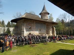 În prima zi din aprilie, în Duminica Floriilor, s-au împlinit 27 de ani de la reînfiinţarea vieţii monahale la Mănăstirea Voroneţ