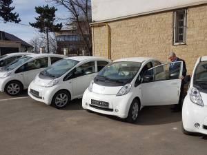 Primele maşini electrice cumpărate din fonduri elveţiene au ajuns la Primăria Suceava