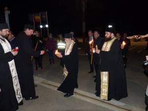 Lumina Sfântă de la Ierusalim a ajuns în judeţul Suceava şi va fi distribuită în biserici la Slujba de Înviere