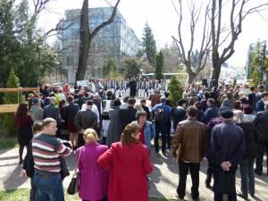 Participare numeroasă a sucevenilor la concertul de clopote și toacă din centrul Sucevei