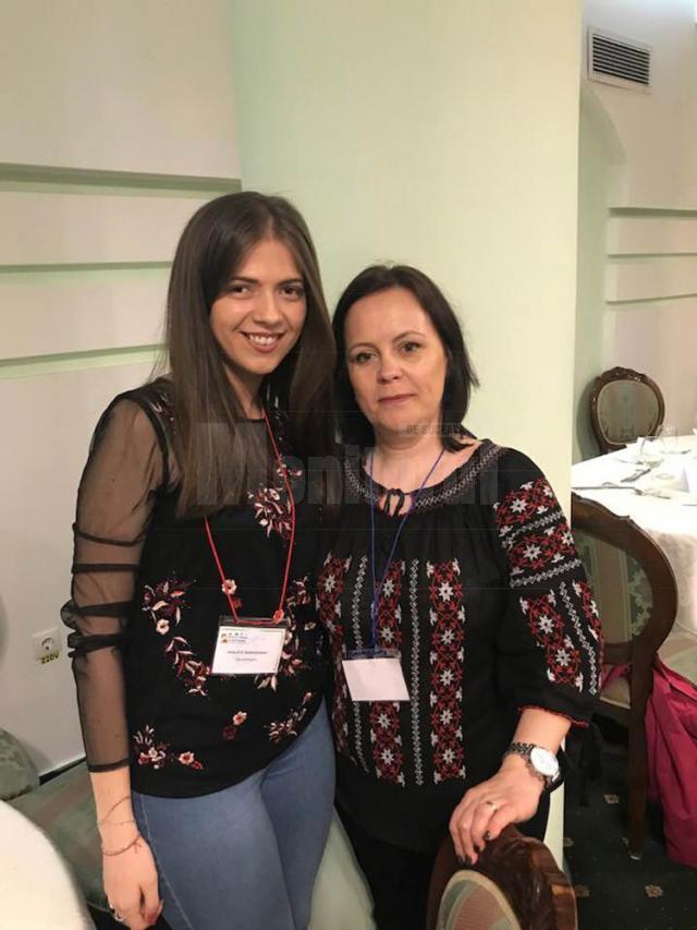 Teodora Iuliana Juncu (Premiul I), alături de prof. Laurica Ciurari