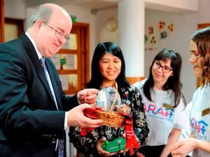 Ambasadorul Marii Britanii în vizită la Fundaţia FARA. Foto: Mihaela Oprişan