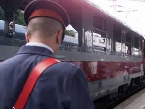 """Doi """"naşi"""" de tren au fost atacaţi şi loviţi de un grup de romi FOTO adevarul.ro"""