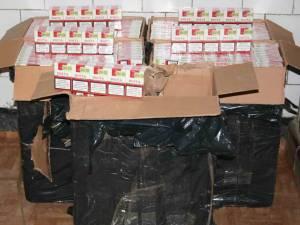 Lucrătorii de la graniţă au deturnat un transport important de ţigări de contrabandă în zona de munte a judeţului