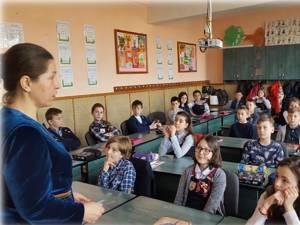 """Educaţie juridică, la Şcoala Gimnazială """"Al. I. Cuza"""" Fălticeni"""