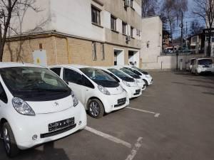 Mașinile electrice cu care s-a dotat Primăria Suceava consumă doar 5,8 lei/100 km