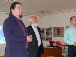 Preotul Teodor Brădăţanu, istoricul Constantin Bulboacă și prof. dr. Codrin Benţa
