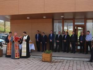 Inaugurarea zonei de agrement s-a făcut după o slujbă de sfințire, oficiată de trei preoți