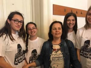 Echipa câştigătoare alături de prof. Laurica Ciurari