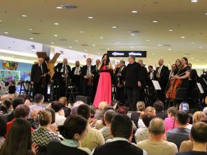 Paula Seling şi Filarmonica Botoşani la Iulius Mall Suceava